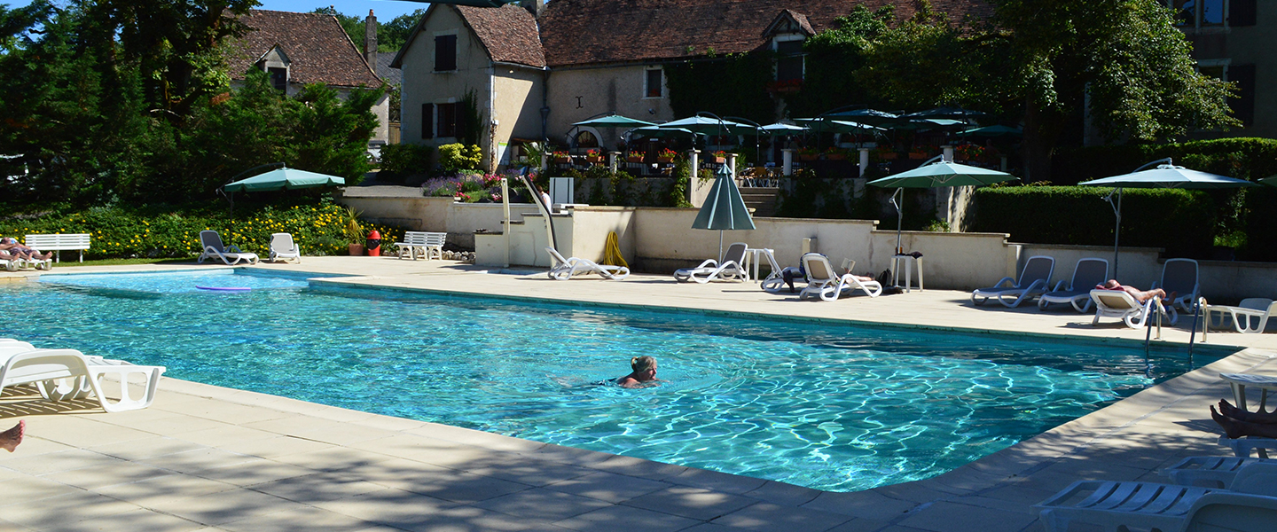 Camping lot dordogne chateau de lacomte country club for Camping piscine dordogne